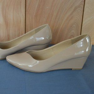 CL by Laundry Women's 9M Beige Patent Shoes Wedges